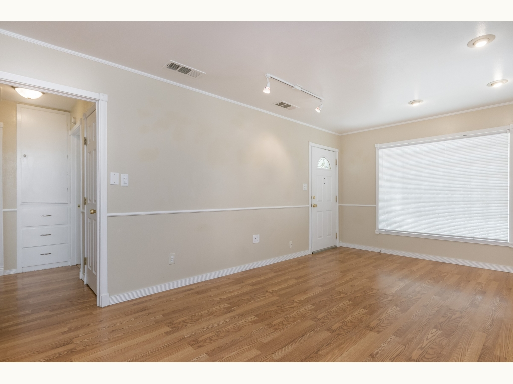 005_Living Room-2