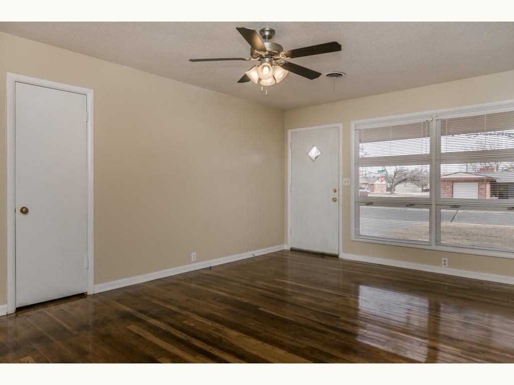 003_Living Room_